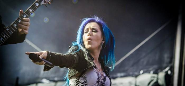 Dynamo Metalfest headliner Arch Ememy flink onder vuur